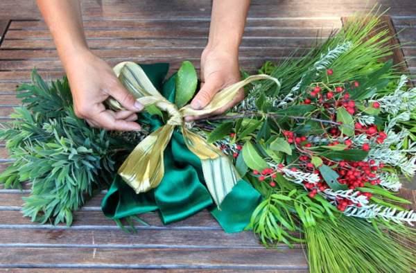 DIY Christmas Swag Apieceofrainbowblog Tutorial (12)