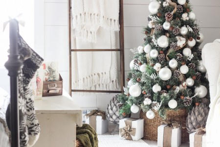 Simple Farmhouse Christmas Bedroom 8