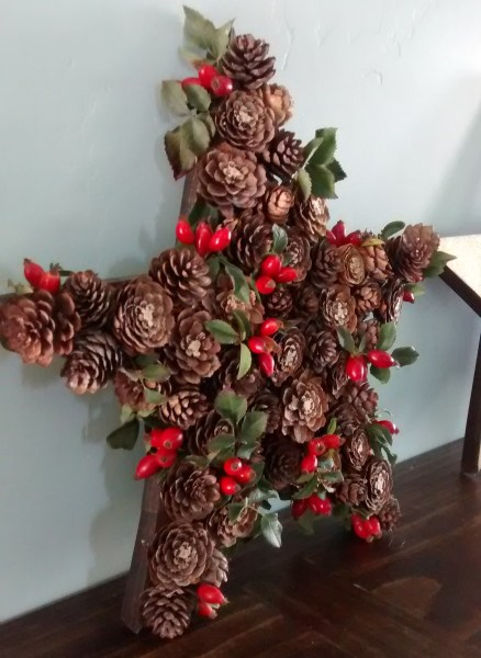 Holly Berry and Pine Cone Star for Christmas and Winter Decor How to build 3 wooden Christmas stars from just ONE board, for about $12. These decorative wood stars are great for decorating for the Fourth of July and year round, too!   One board project   Christmas stars   Easy DIY building projects