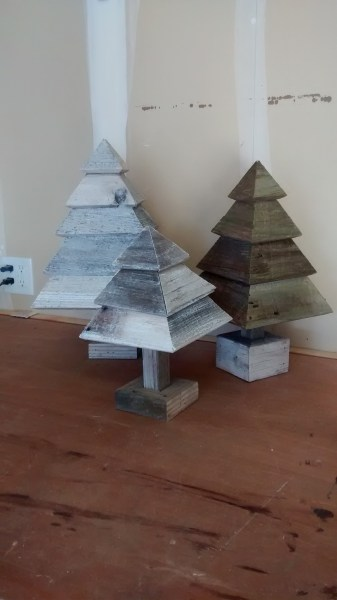 Remodelaholic 3d Christmas Trees In Garage Finish Pics (3)