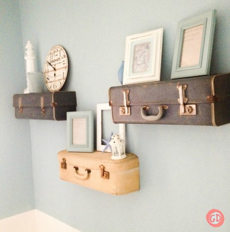 SUITCASE SHELVES FEATURE