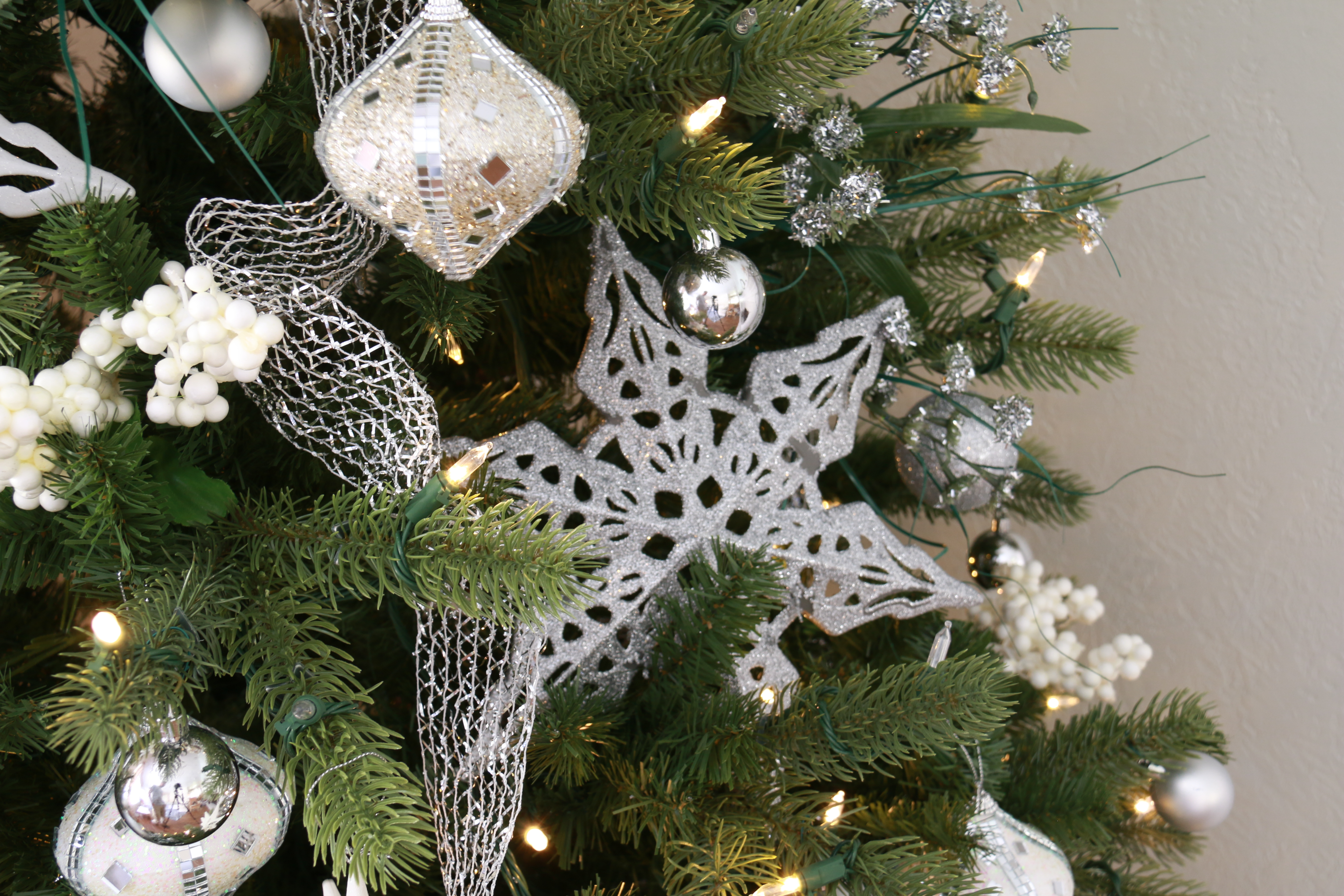 Remodelaholic Wintry White And Silver Christmas Tree From