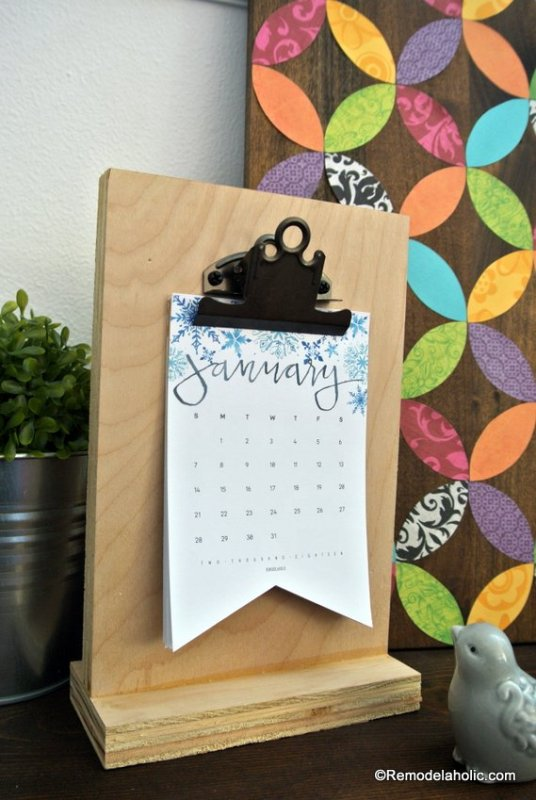 Free Printable 2018 Desk Calendar Plus Easy DIY Desktop Calendar Stand Or Photo Display @Remodelahol (6)