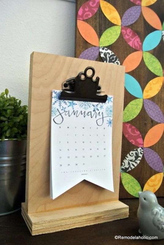 Free Printable 2018 Desk Calendar Plus Easy DIY Desktop Calendar Stand Or Photo Display @Remodelahol (6)