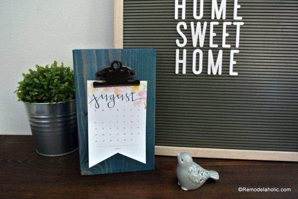 Free Printable 2018 Desk Calendar Plus Easy DIY Desktop Calendar Stand Or Photo Display @Remodelahol