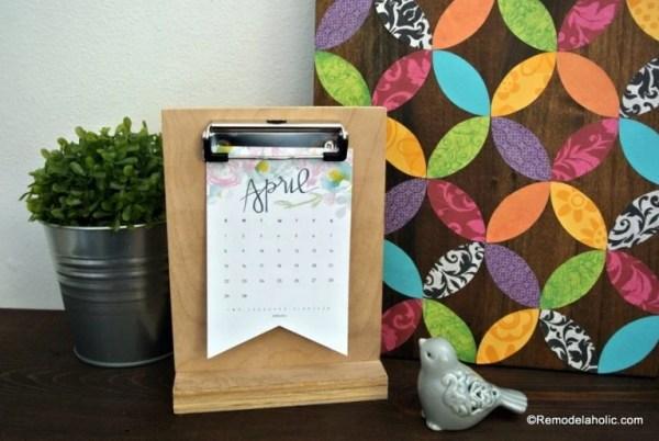 Free Printable 2018 Desk Calendar Plus Easy DIY Desktop Calendar Stand Or Photo Display @Remodelahol 4 768x514