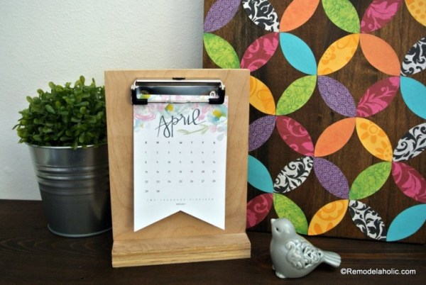 Free Printable 2018 Desk Calendar Plus Easy DIY Desktop Calendar Stand Or Photo Display @Remodelahol 4 768x514