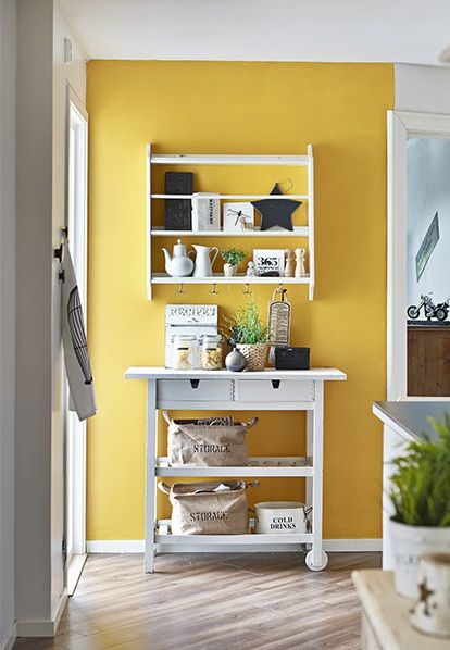Yellow kitchen accent wall via sadecor | Yellow Kitchen Inspiration #Remodelaholic