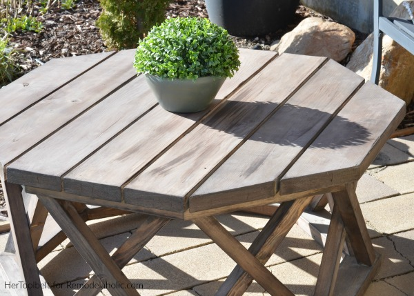 How to Build an Outdoor Octagon Coffee Table with Lattice Legs