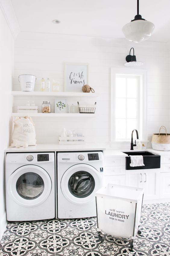 Laundry Room Inspiration | Real Life Rooms: A Simple Laundry Room Update to Add Color and Character #remodelaholic