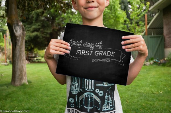 Free Printable Chalkboard Style Last Day Of School Sign For Photos #remodelaholic