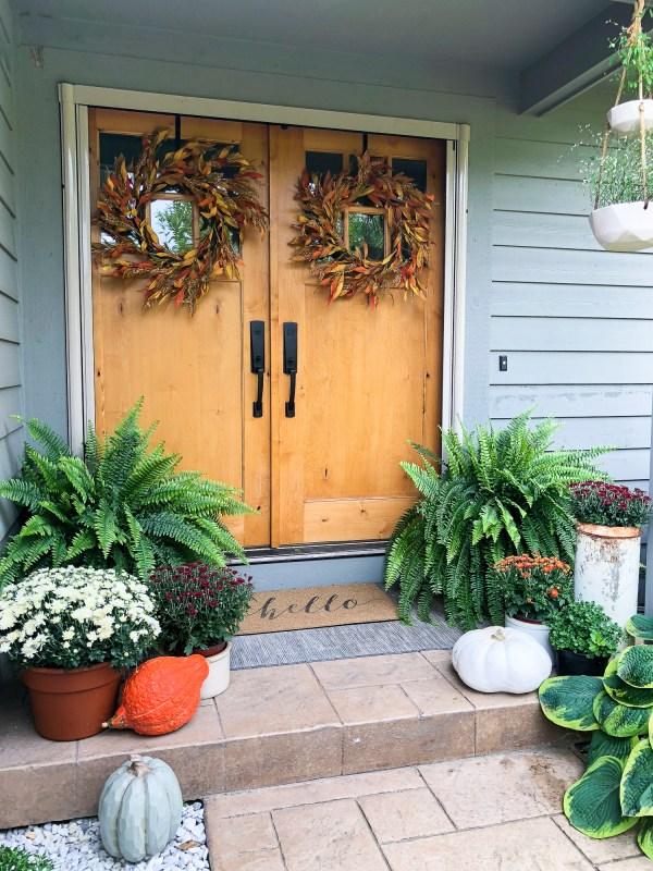Early Fall Porch Decor Www.graceinmyspace.com
