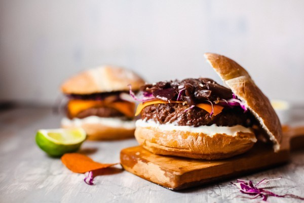 How To Make A Vegetarian Burger, Black Bean Hamburger #remodelaholic