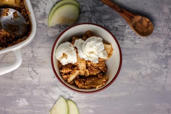 Easy Gluten Free Apple Crisp With Flourless Oat Crumble #remodelaholic
