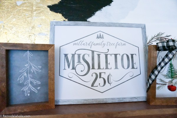 Christmas Printable Mistletoe Sign And Chalkboard Drawing #remodelaholic