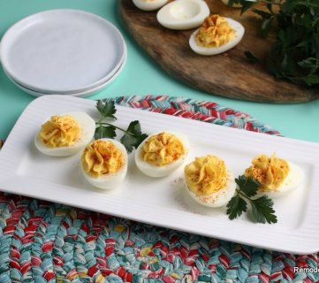 How To Make Deviled Eggs Recipe Easy 3 Ingredients Remodelaholic (14)
