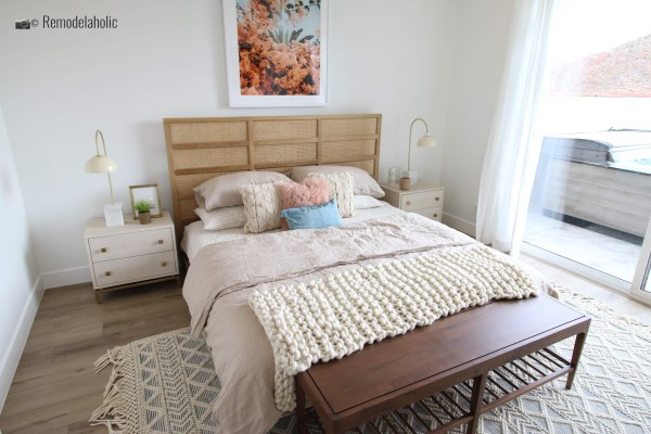 Beautiful and simple headboard for a modern boho room, SGPH 2019 House 03 Cole West Resorts LLC, Photo by Remodelaholic