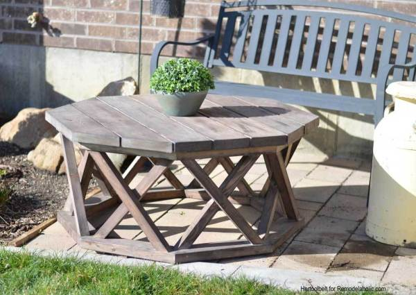 Wood Outdoor Octagon Coffee Table With Lattice Legs