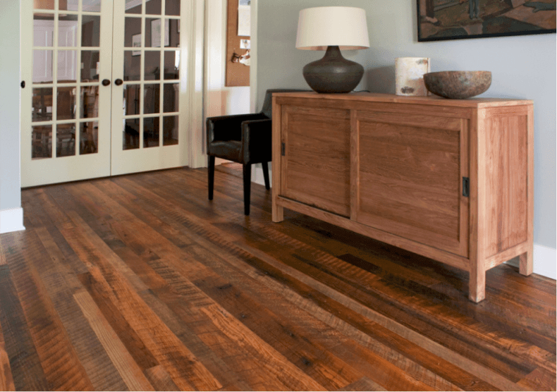 oak wood floor living room brown chairs for 15 reclaimed flooring ideas every weathered rustic in a traditional style pine