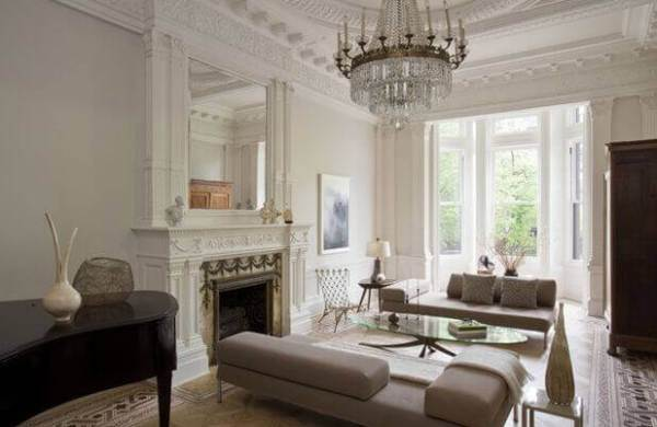 French living room with ornate crown molding