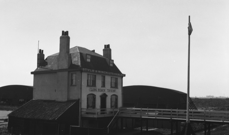 The Long Reach Tavern in 1929, with Royal Flying Corps hangers in background.