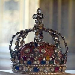 a photo of a crown with white diamonds on