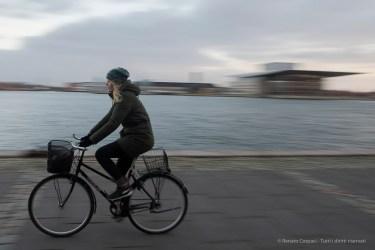 Ciclista a Copenaghen, 2015 - Nikon D810, 24mm (24-70mm ƒ/2.8) 1/20sec ƒ/13 ISO 800