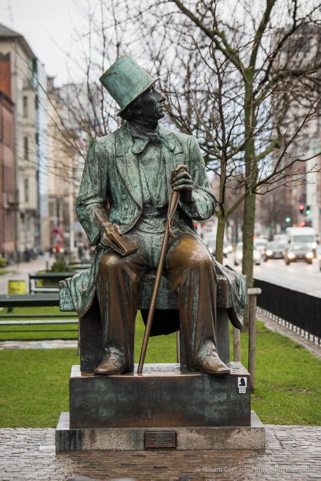 Copenaghen, monumento ad Hans Christian Andersen - Nikon D810, 185mm (80-400 ƒ/4.5-5.6) 1/125sec ƒ/5.3 ISO 800