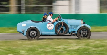 Ezio Martino Salviato e Caterina Moglia, su Bugatti T 40 del 1928. Terzi classificati - Nikon D810, 85mm (85.0mm ƒ/1.4) 1/50 ƒ/8 ISO 64