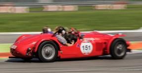 I belgi Christian e Nina-Marie Dumolin su Maserati A6 GCS Monofaro affrontano l'uscita dalla Prima Variante sul circuitodell'Autodromo di Monza