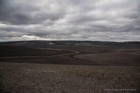 The long F225 winding through the desert of volcanic gravel. Nikon D810, 24 mm (24-120.0 mm ƒ/4) 1/400 sec ƒ/8 ISO 250