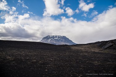 The skyline of the Herðubreið Volcano accompanies the traveller for most of the trip. Nikon D810, 24 mm (24-120.0 mm ƒ/4) 1/200 sec ƒ/7.1 ISO 64