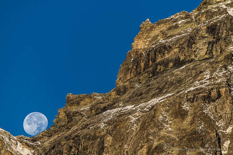 Cervinia. The moon setting behind Punta Lioy, in the Grandes Murailles, dividing Valpelline from Valtournenche. Nikon D810, 400mm (80-400.0mm ƒ/4.5-5.6) 1/125 ƒ/5.6 ISO 64