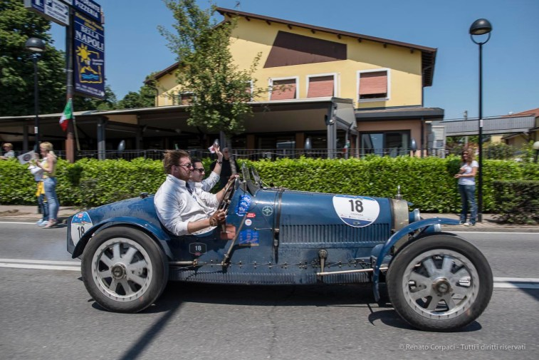 "Luigi Carlini (CH) and Raymond Jennings (GB) on a 1925 BUGATTI T 35A. Nikon D810, 24 mm (24.0mm ƒ/1.4) ) 1/680"" ƒ/4 ISO 64"