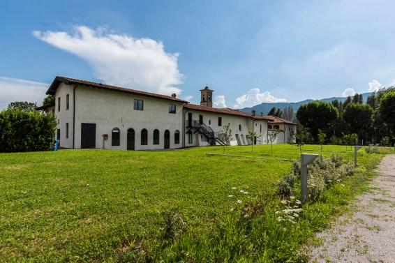 """Vista del convento dal parco situato a Nord dell'edificio. Nikon D810, 20 mm (20 mm ƒ/1.8) 1/250"""" ƒ/8 ISO 64"""
