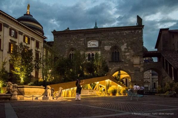 """Bergamo Alta, Piazza Vecchia. Annual Kermesse «I Maestri Del Paesaggio» 2016. Nikon D810, 31 mm (24-120 mm ƒ/4) 1/200"""" ƒ/4.0 ISO 12800"""