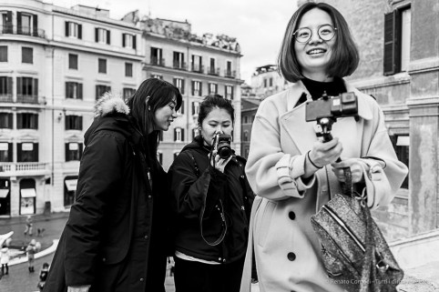 Young tourists on the steps to Trinità dei Monti. Nikon D810, 35 mm (35.0 mm ƒ/2) 1/160 ƒ/4 ISO 90