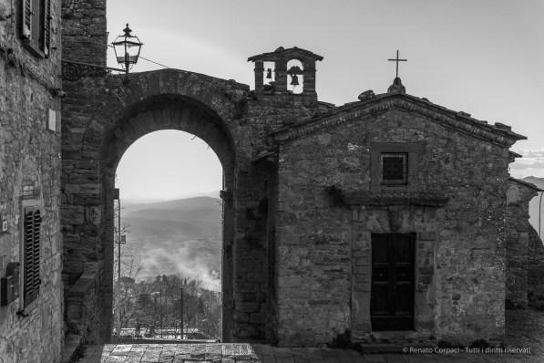 """Porta San Felice (Sec. XIII), Volterra, January 2017. Nikon D810, 40 mm (24-120.0 mm ƒ/4) 1/640"""" ƒ/4 ISO 400"""