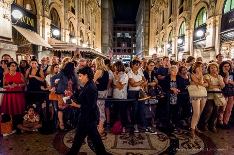 An evening of Tango in the Milano, Galleria Vittorio Emanuele II, June 2018. Nikon D810, 24 mm (24-120 mm ƒ/4) 1/125 mm ƒ/4 ISO 10000