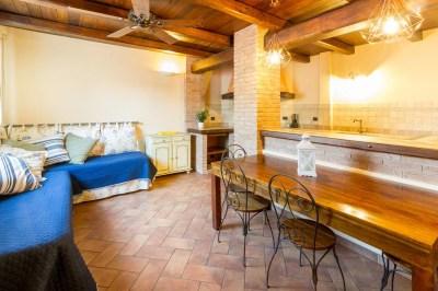 Foto della cucina e sala da pranzo della casa vacanze a Diano Marina