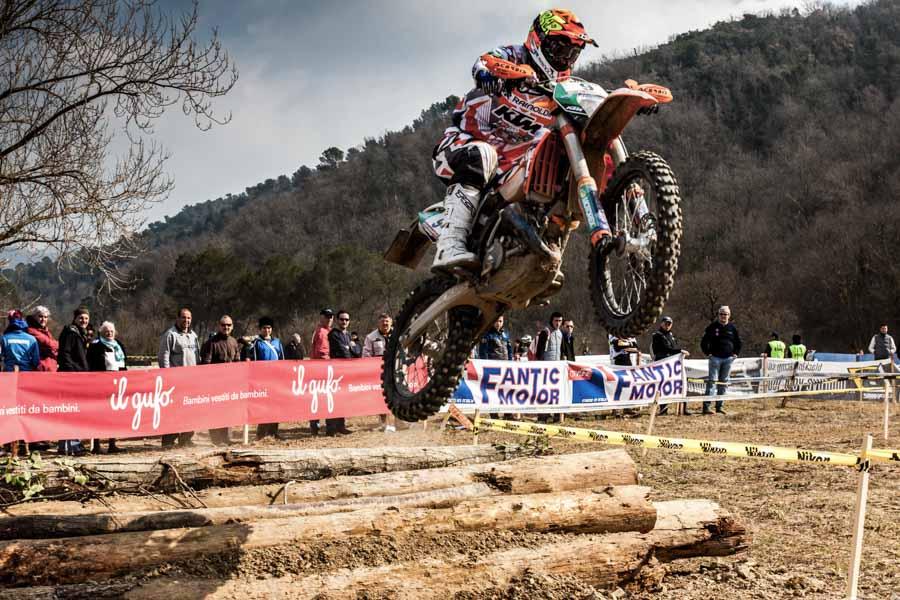 Foto di un salto di motocross ad Andora