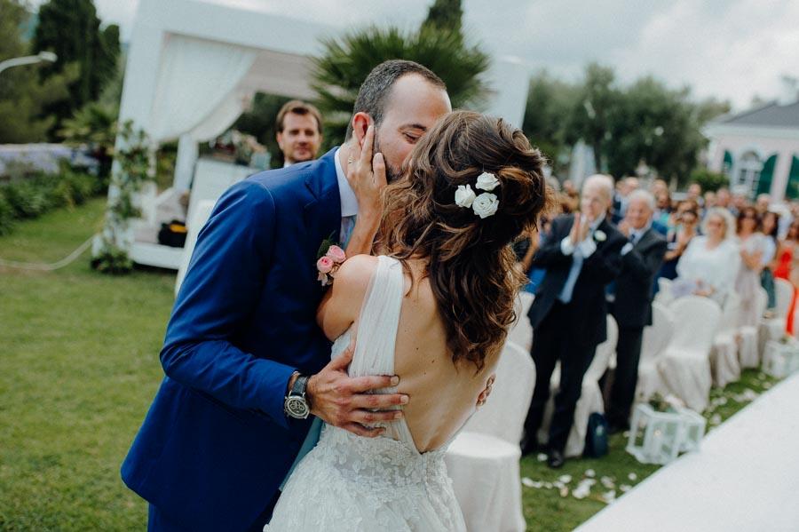 bacio sposi a villa roseto imperia