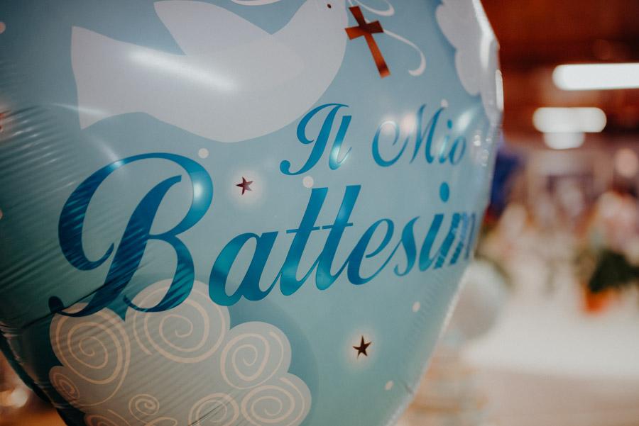 foto di dettaglio durante battesimo