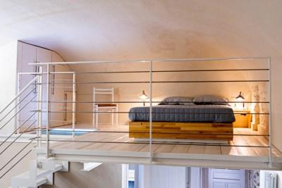 fotografia di interni per appartamento mansardato in Imperia Oneglia