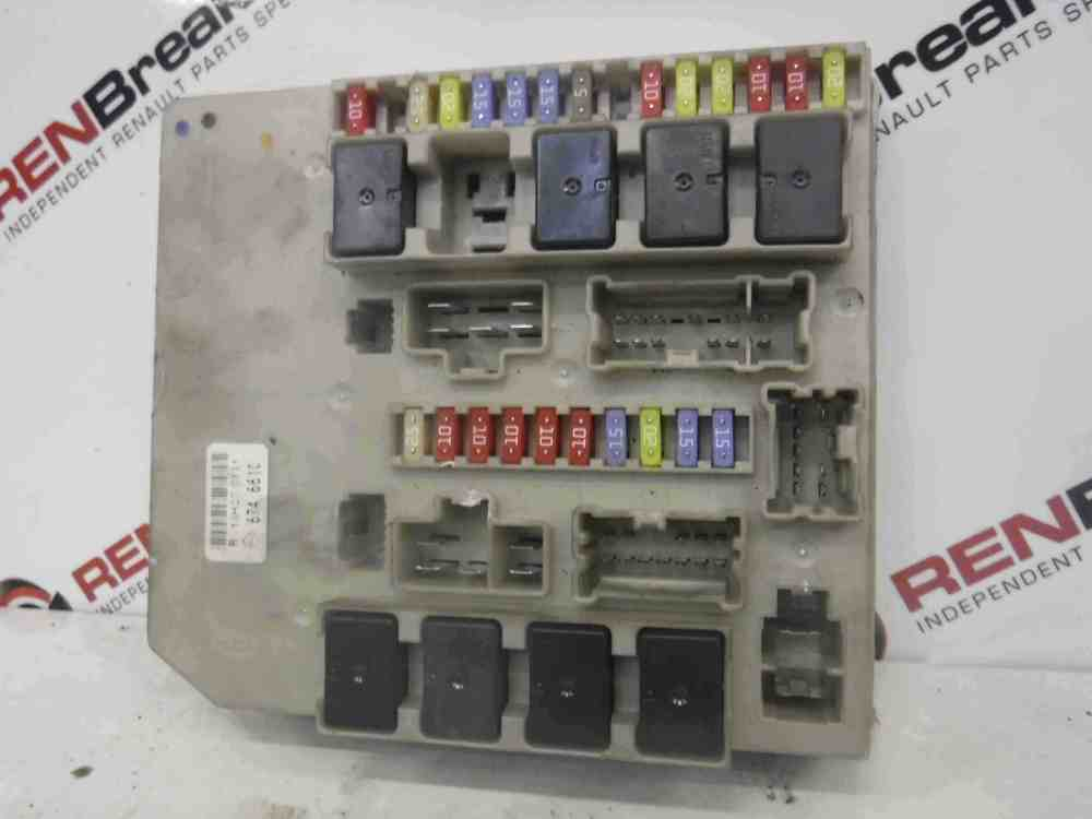 medium resolution of renault clio modus mk3 2005 2009 engine bay fuse box upc 674661