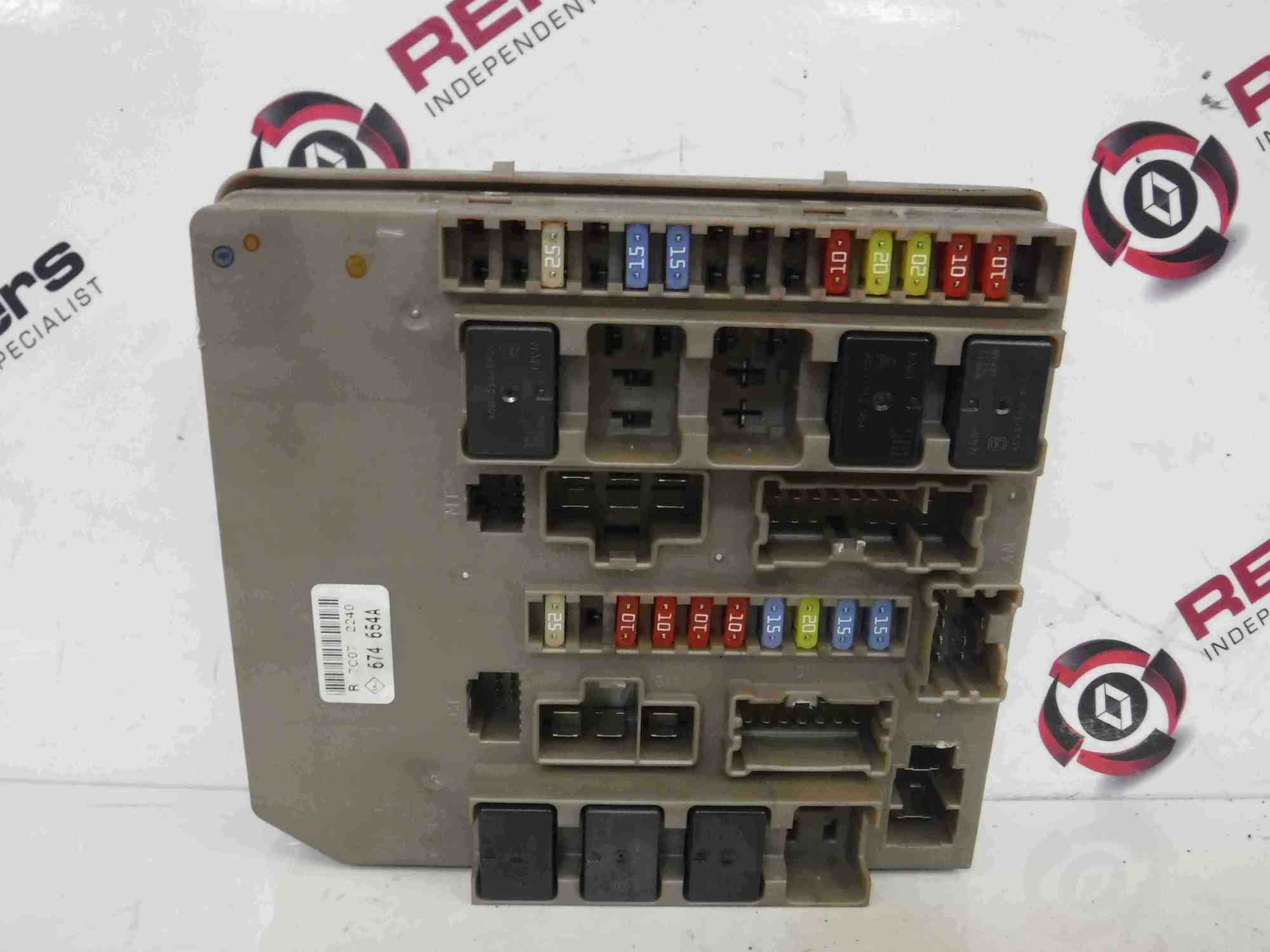 hight resolution of renault clio mk3 modus 2005 2012 engine bay fuse box upc unit 674654