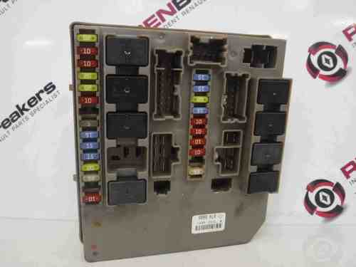 small resolution of renault clio mk3 2005 2012 engine bay fuse box upc unit 674660a store renault breakers used renault car parts spares specialist