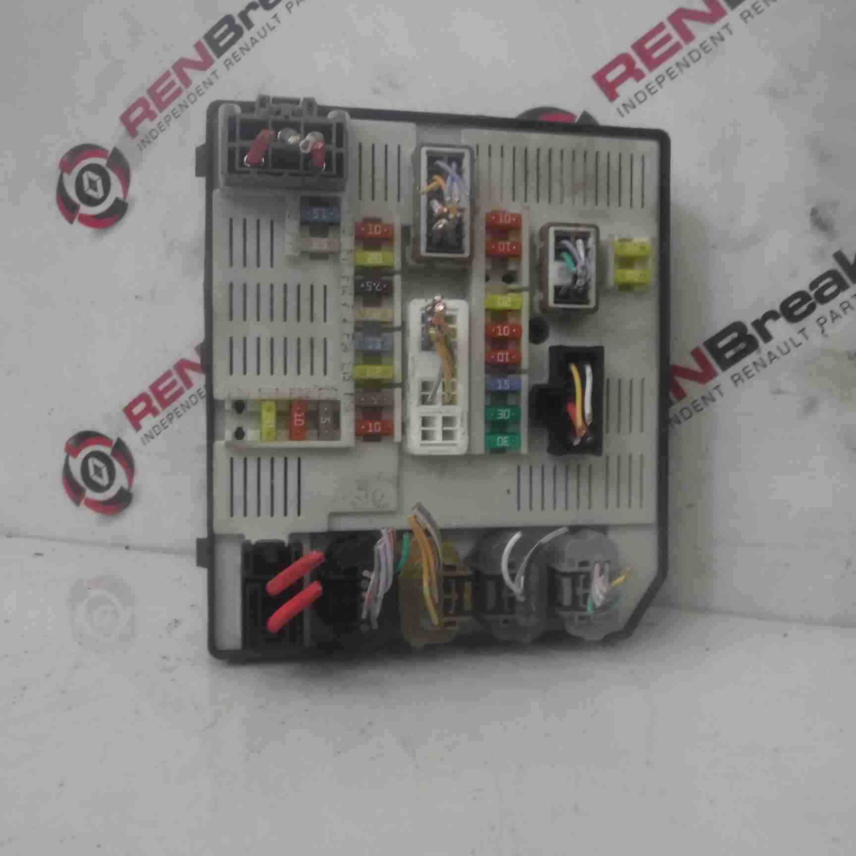 hight resolution of details about renault megane mk3 2008 2012 under bonnet fuse box 284b60009r