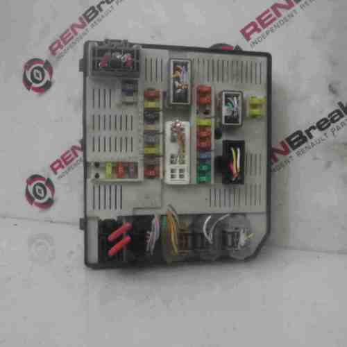 small resolution of details about renault megane mk3 2008 2012 under bonnet fuse box 284b60009r