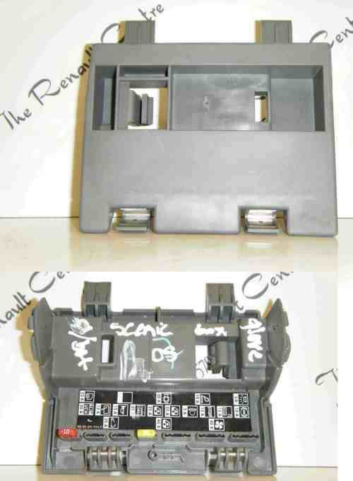 small resolution of renault megane scenic 2003 2009 interior dashboard fuse box relay trim cover store